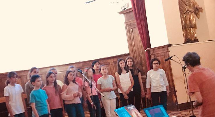 La chorale du collège animée par Madame Barrère a donné son concert annuel ce mardi 19 juin.